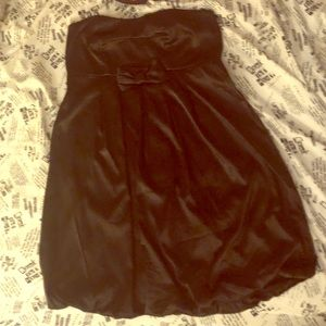 ☠️Black Satin Strapless Dress by Torrid🖤